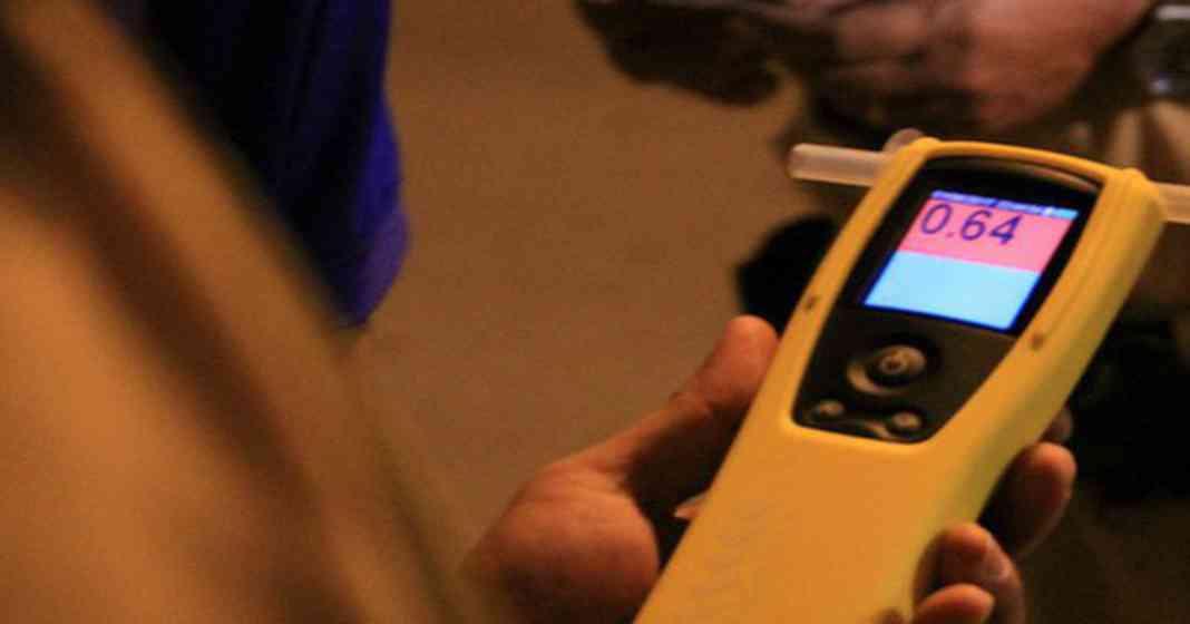 Cách sử dụng máy đo nồng độ cồn