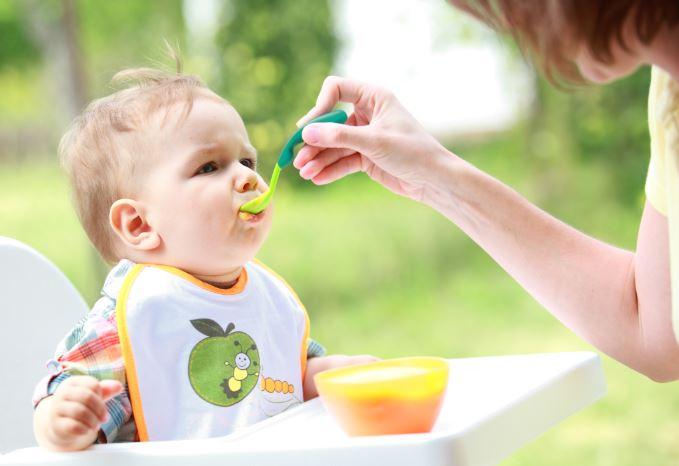 Hầu hết các bé đều có thể bắt đầu ăn dặm từ 6 tháng cho tới 1 tuổi.