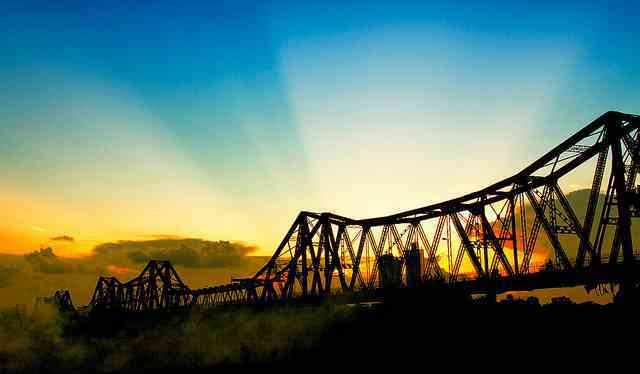 Cầu Long Biên còn là một trong những địa điểm check-in siêu hot của giới trẻ Hà thành