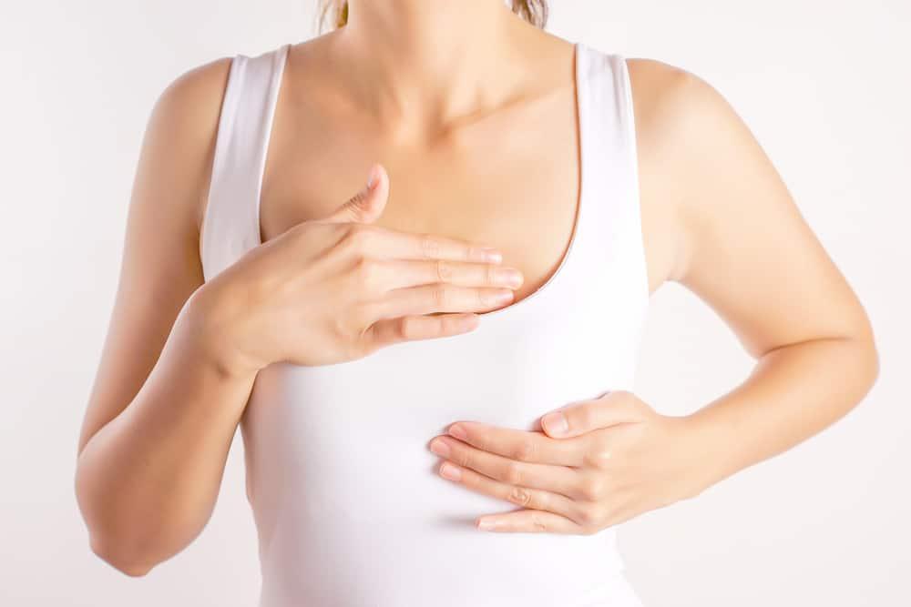 Massage ngực đúng cách sẽ giúp sữa về nhiều hơn và giảm được tình trạng tắc tia sữa