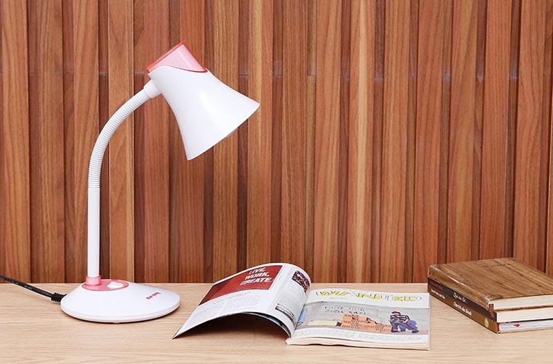 Đèn bàn Điện Quang được trang bị công nghệ cảm biến hiện đại, tiện ích phục vụ nhu cầu chiếu sáng cho người dùng