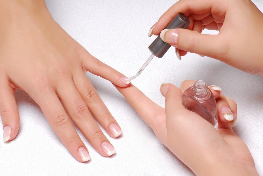 Với cách dưỡng móng tay sau khi sơn gel là rất cần thiết, vì sẽ giúp cho bộ móng không bị hư tổn và độ bền của sơn móng cũng sẽ giữ được lâu hơn.