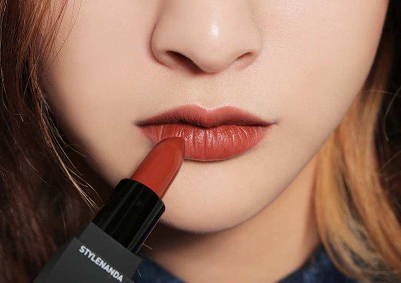 Son môi là một trong những món quà trung thu cho người yêu được nhiều người lựa chọn nhất.