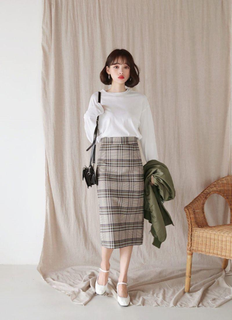 Áo dài tay kết hợp với chân váy bút chì