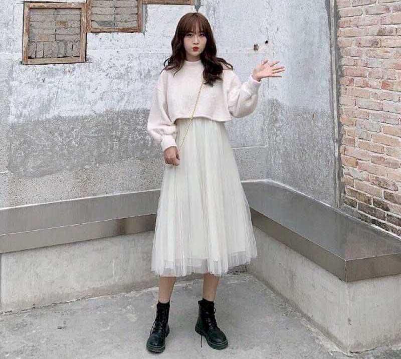 Áo hoodie croptop phối với chân váy xòe công chúa