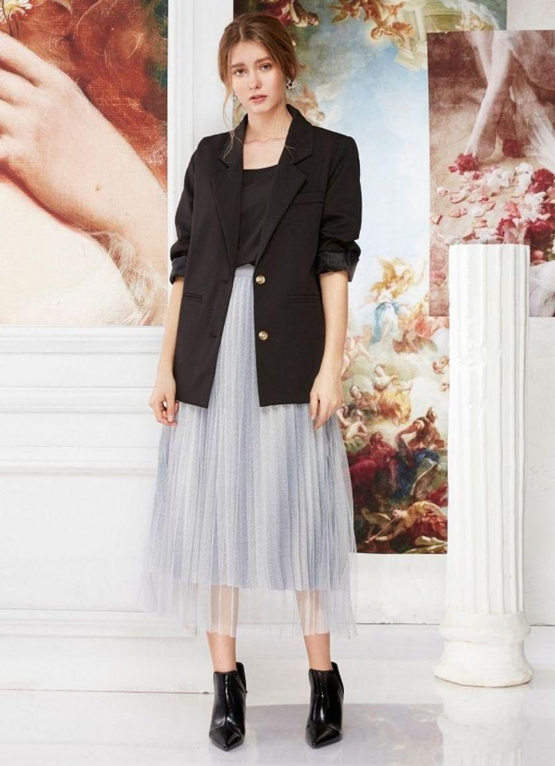 Cách phối đồ với chân váy xòe dài mùa đông đẹp - Mix chân váy xòe dài mùa đông với áo khoác Blazer thanh lịch.