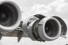 [Translate to Französisch:] vibration air plane engine
