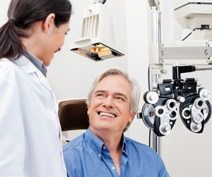 Eye tests before buying contact lenses