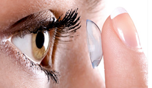 Putting contact lenses in the eye