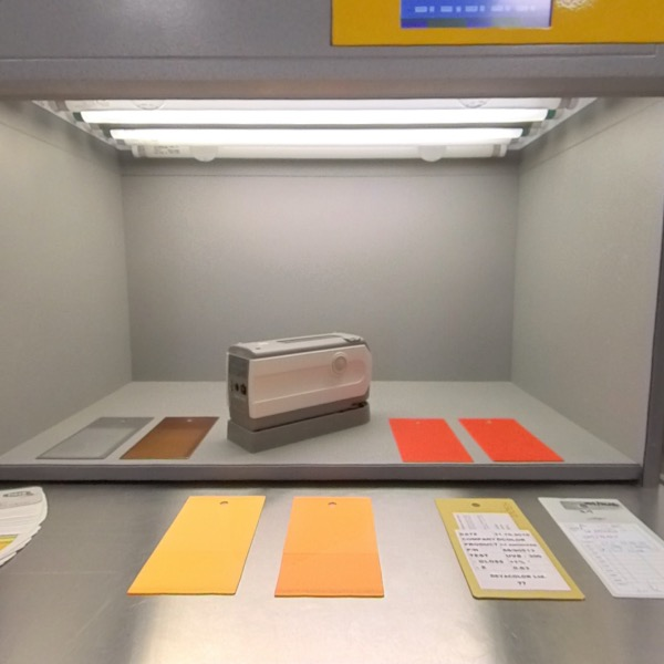 Light cabin and spectrophotometer for color measurement
