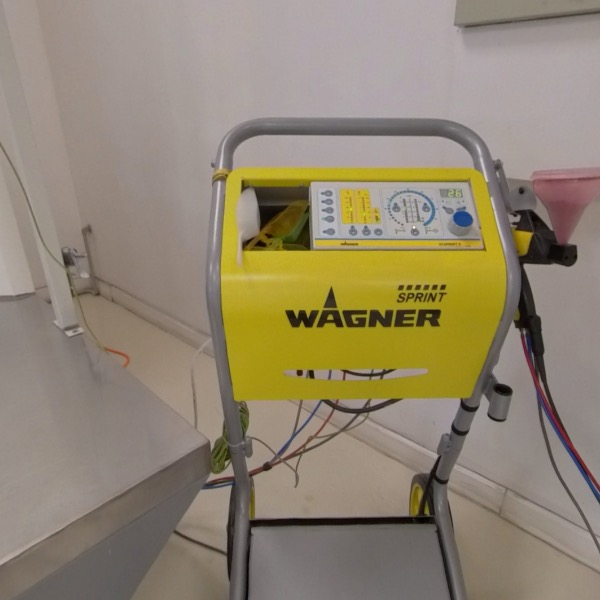 Powder coating booth with WAGNER manual application unit