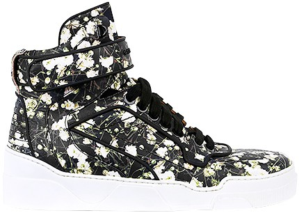 Givenchy, 7 600 kr