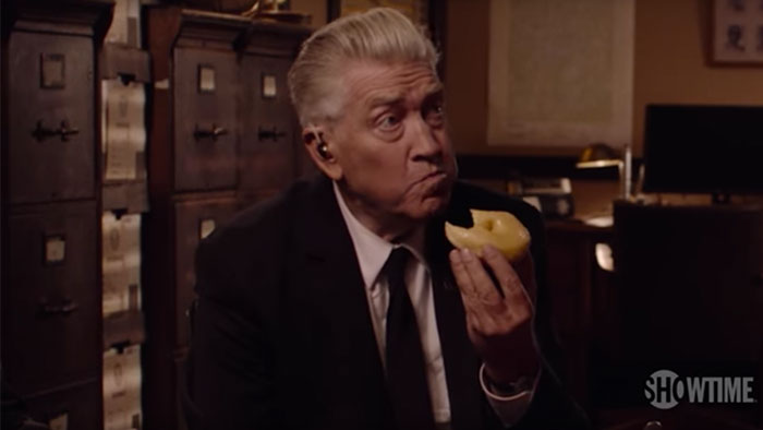 "Picture: David Lynch äter en munk i vemodig ""Twin Peaks""-trailer"