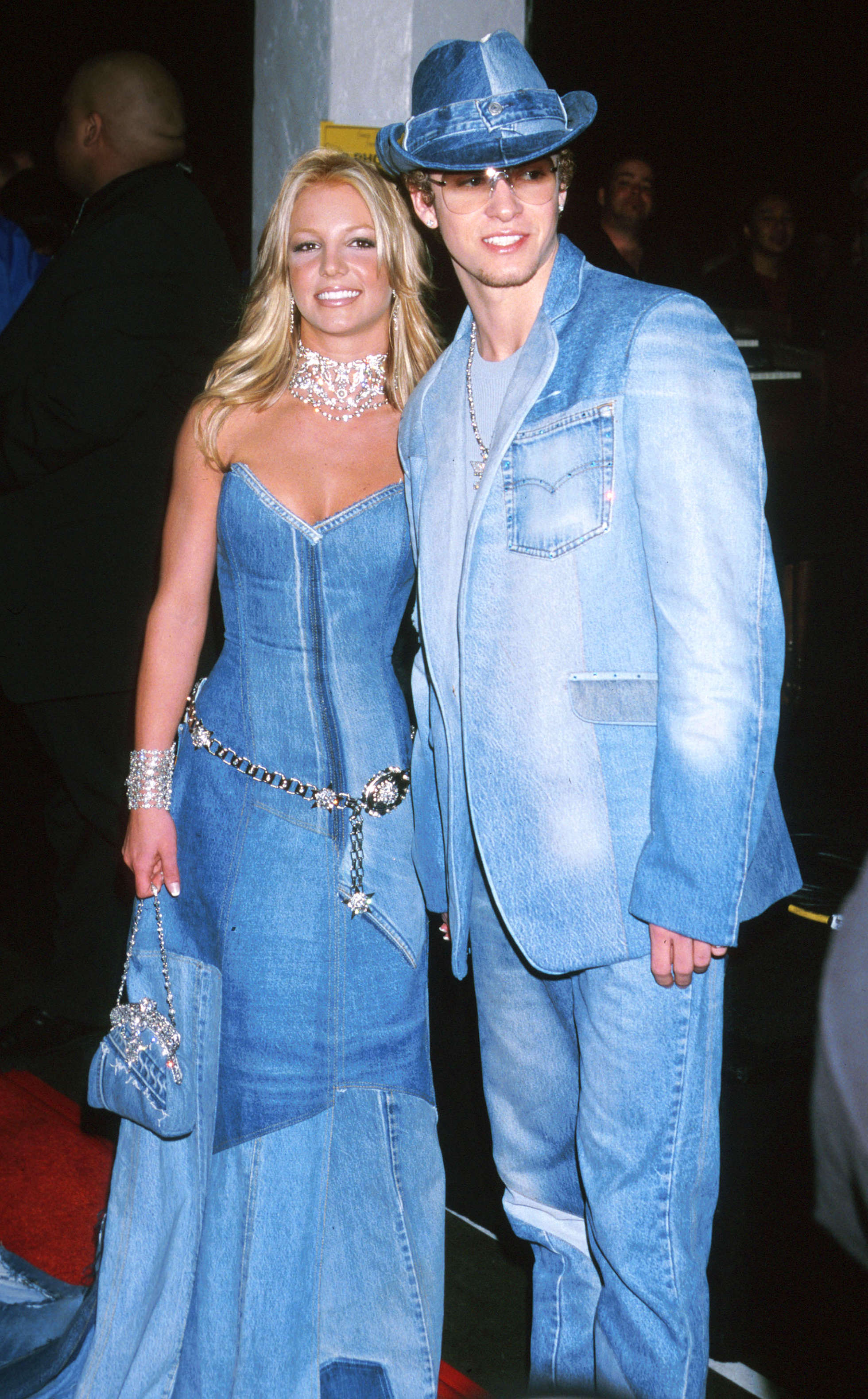 Brotney Spears och Justin Timberlake i matchande jeans-outfits.