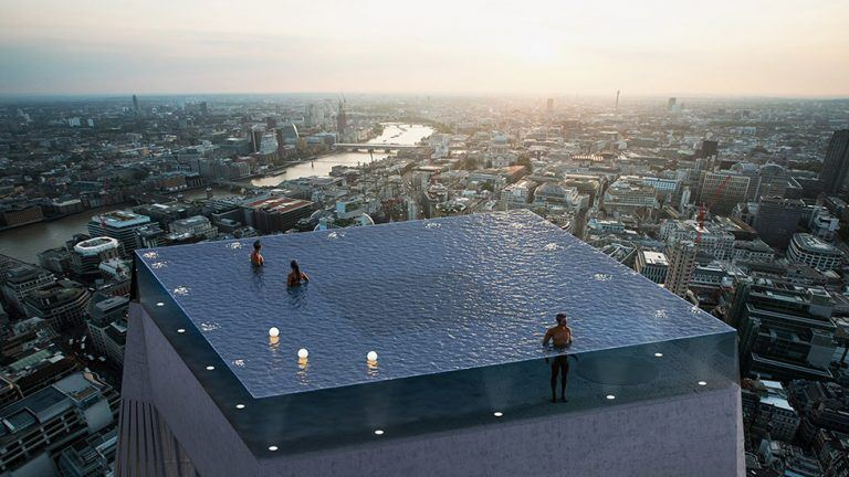 Infinity pool med utsikt över London.
