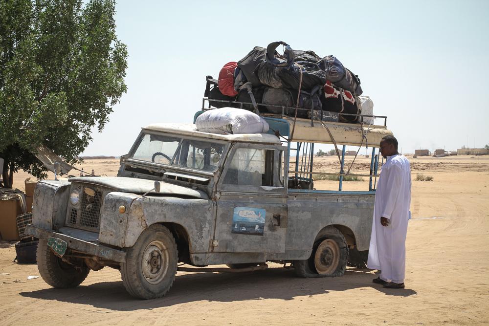 Wadi Halfa Loaded Land Rover Puncture SUDAN