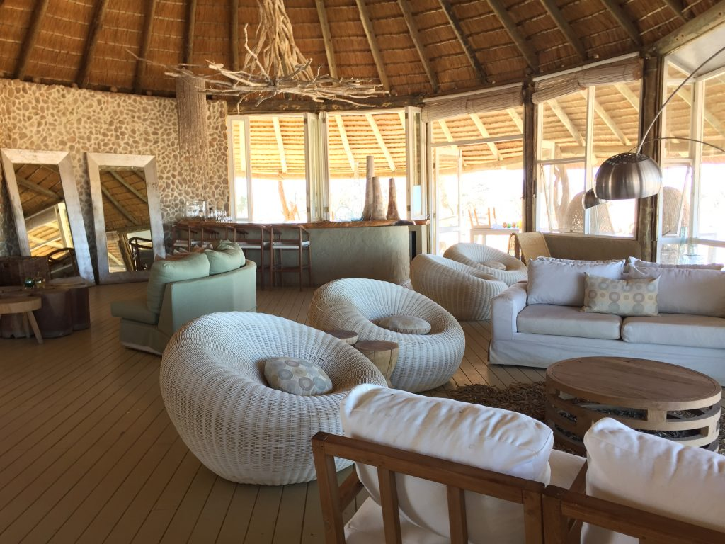 The main lounge and bar at Little Kulala