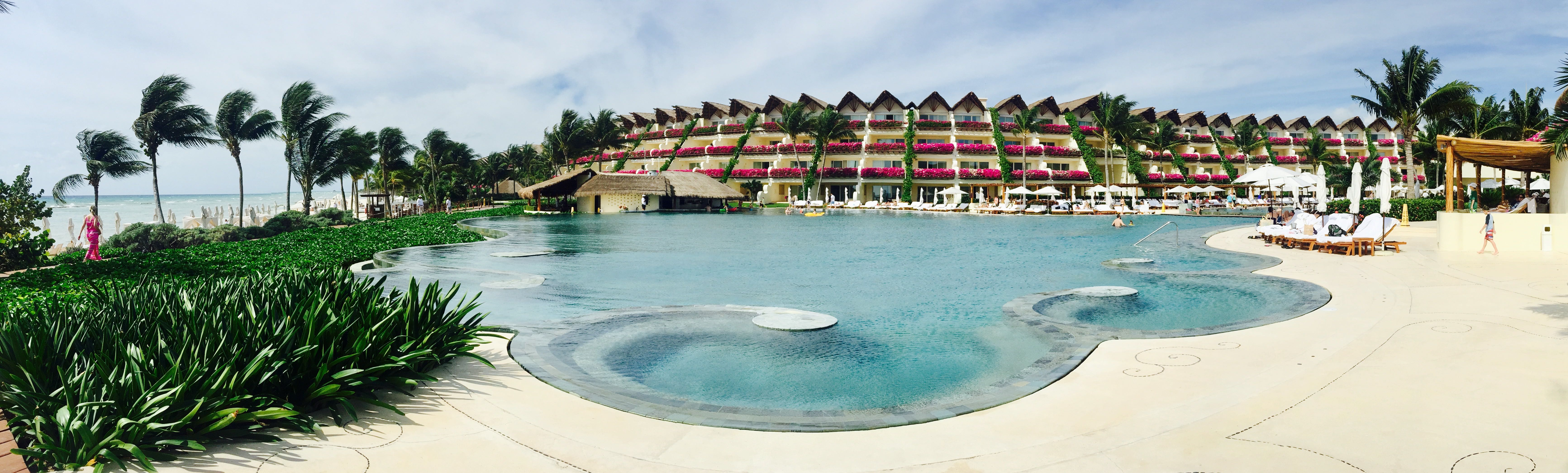 Grand Velas_Ambassador Pool