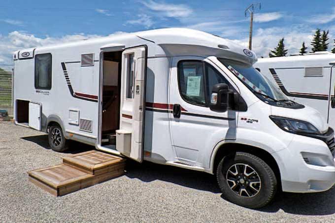 Camping-car LMC T742