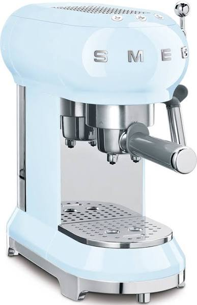 Smeg ECF01PBEU espressomaskin. pastellblå