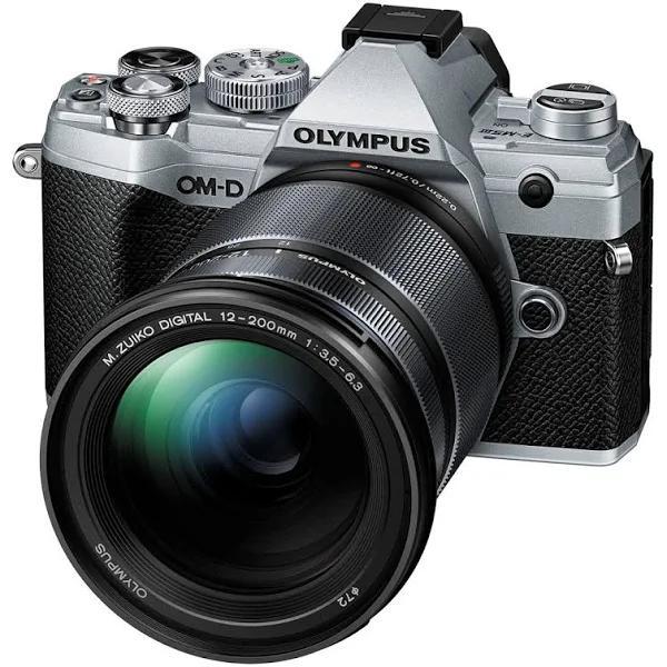 Olympus OM-D E-M5 Mark III + 12-200/3,5-6,3