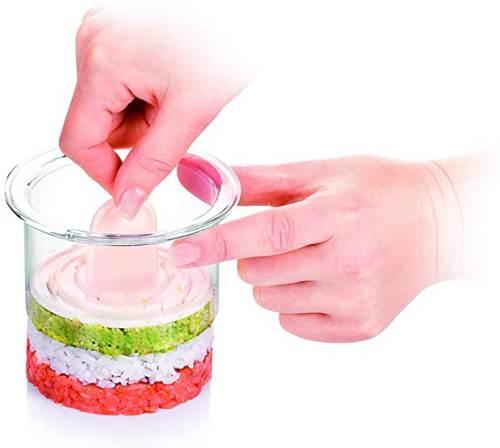 Compattamento cibo con la pressa del Coppapasta in Plastica Tescoma Circolare