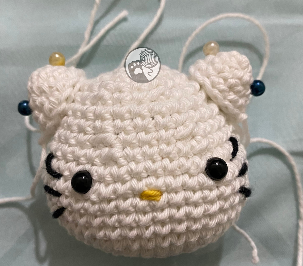 https://storage.googleapis.com/pawlarius-blog-assets/amigurumi/hello-kitty/face-position.JPG