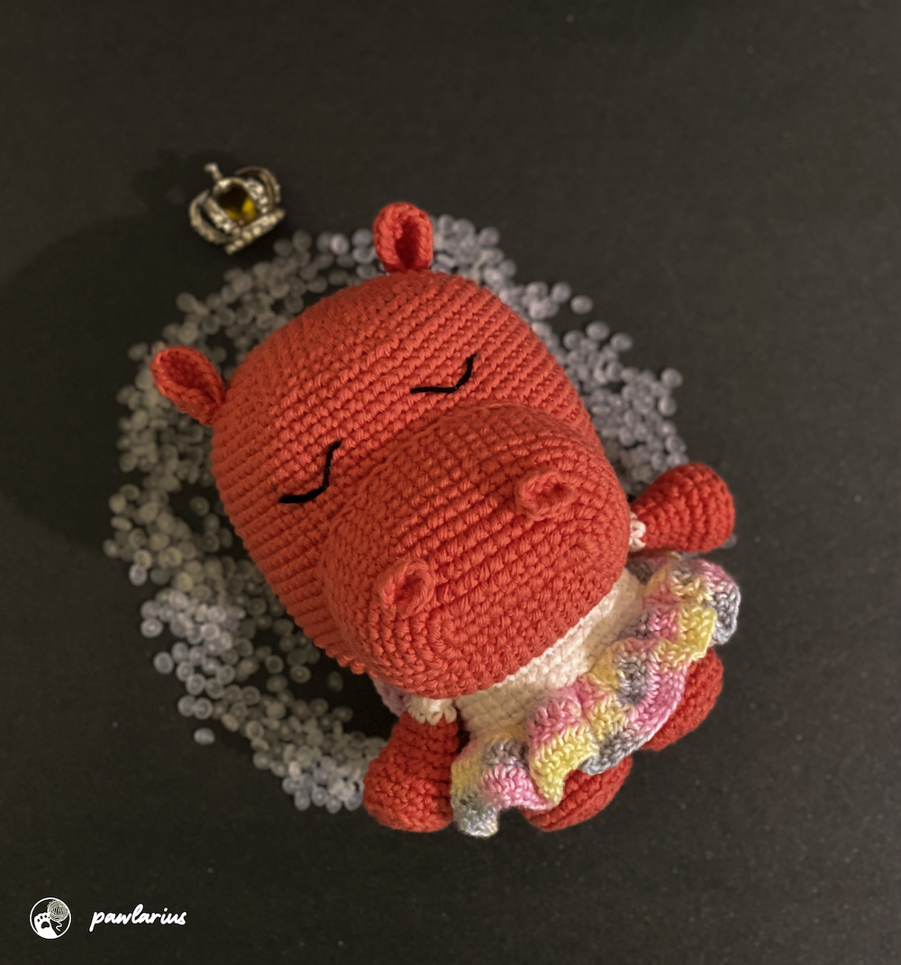A handmade doll made by me with love.<br/>     Good for gift, display or photography property (Exclude the crown props).<br/>     Pattern from Sano Atelie. <br/>