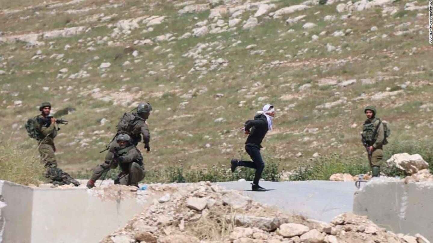 Israeli soldiers shoot blindfolded, handcuffed Palestinian suspected of throwing stones