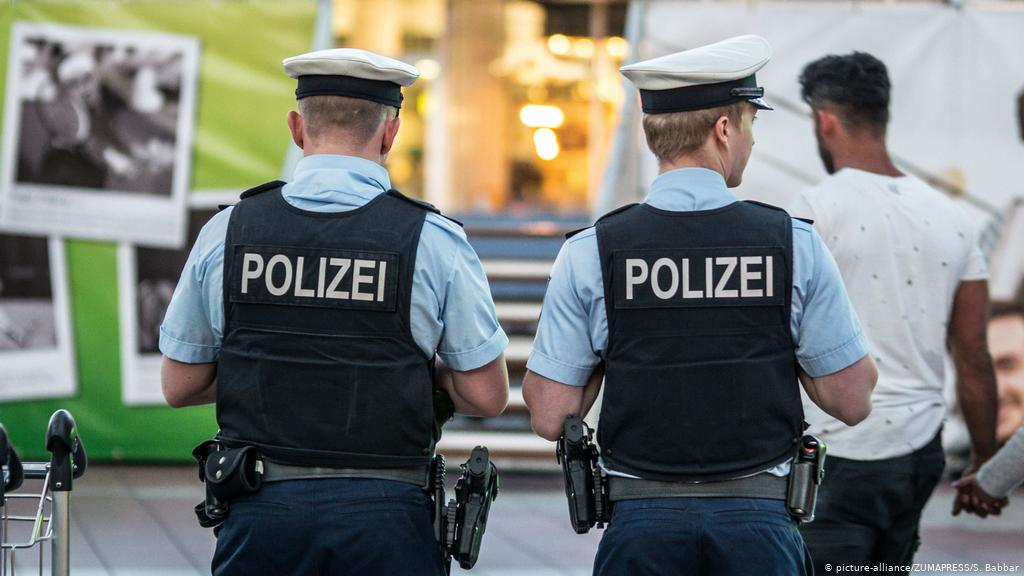 Teens try to storm police station in Bavaria to free drunken friend