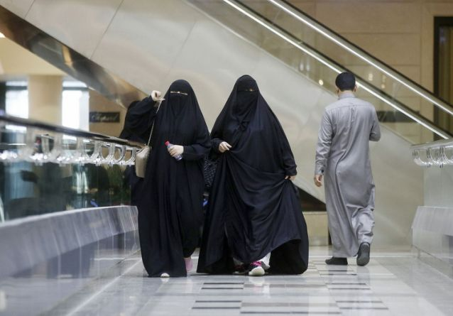 Saudis to Let Women Travel Without Male Permission, Newspaper Says