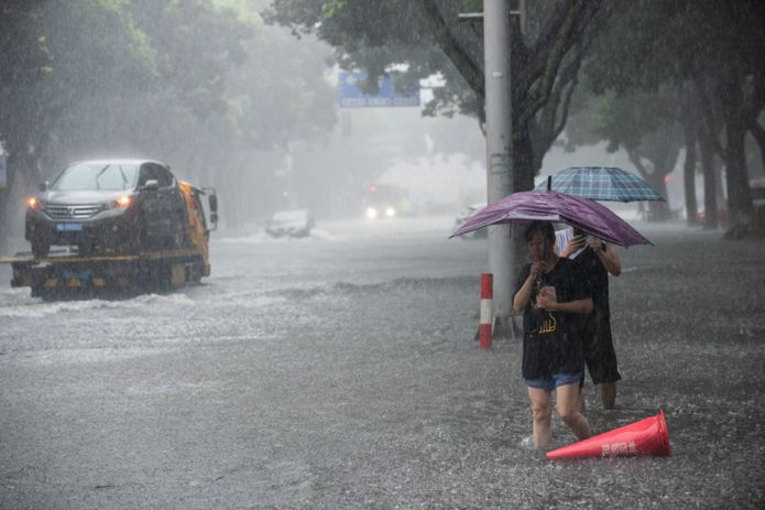 Typhoon Lekima: 13 dead and a million evacuated in China