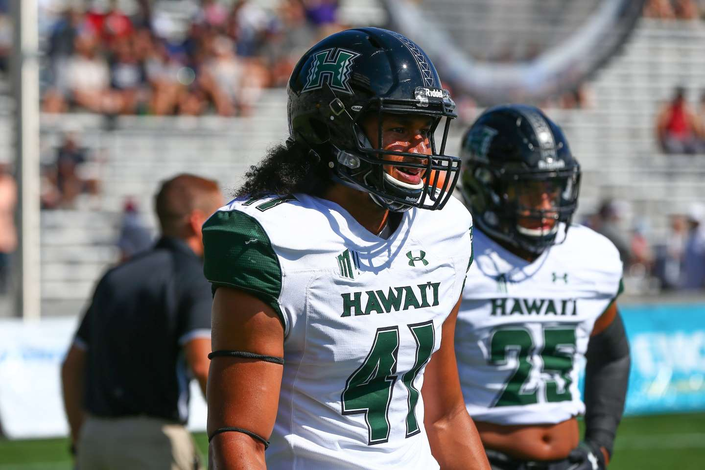 Hawaii linebacker Sanitoa dies at 21
