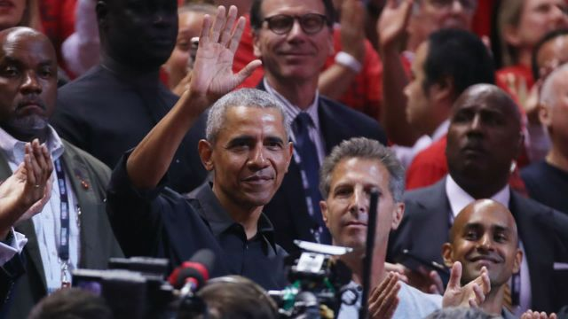 Barack Obama receives standing ovation during Game 2 of NBA Finals