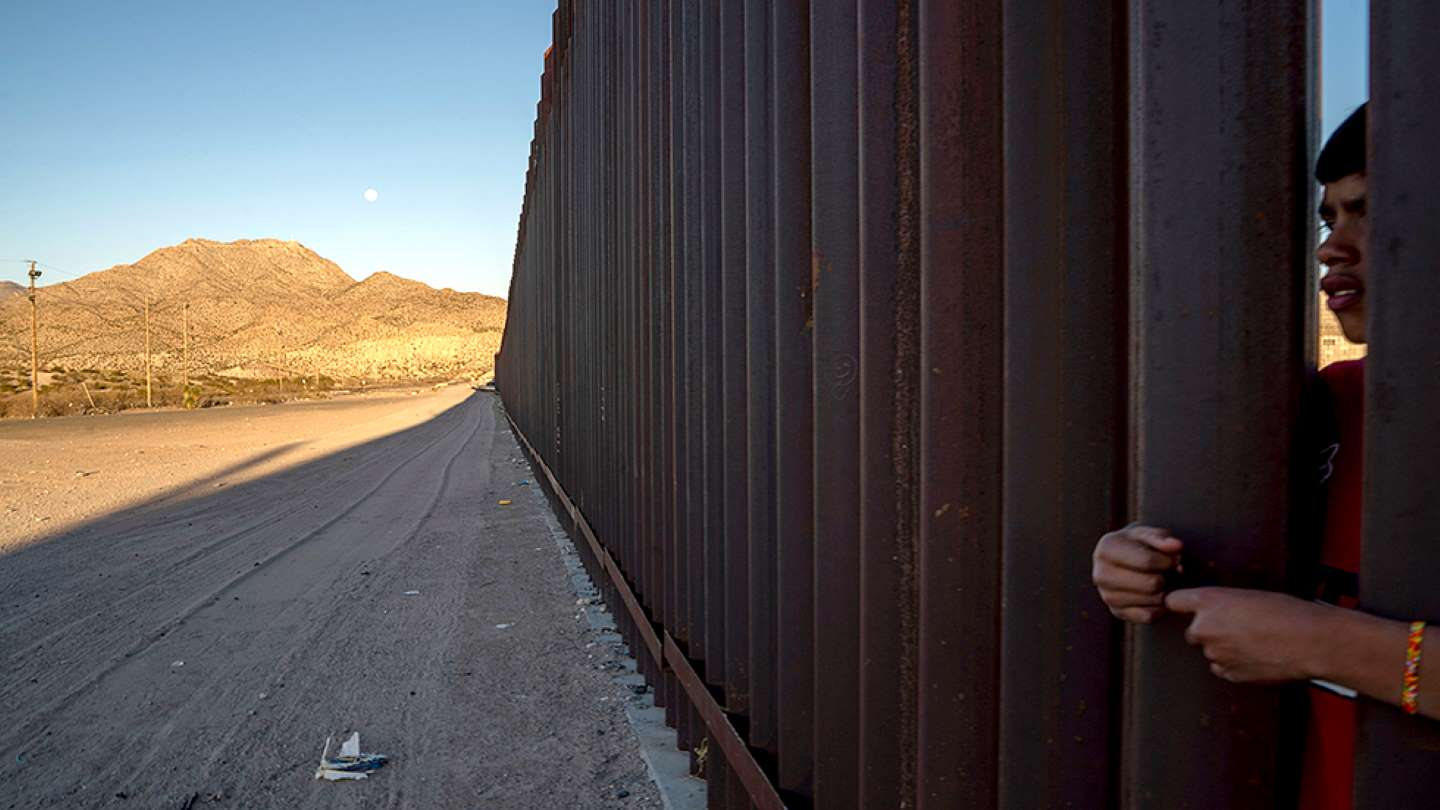 Privately funded border wall ordered to keep gate open indefinitely