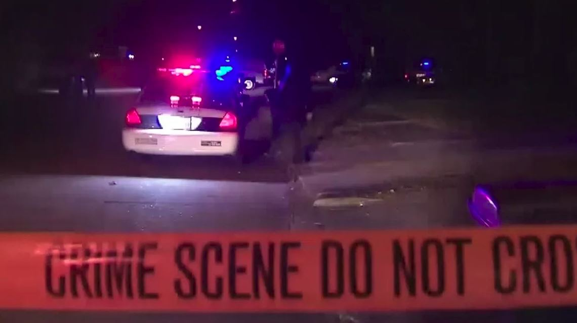 Texas cop shot in head, suspect killed during bar robbery