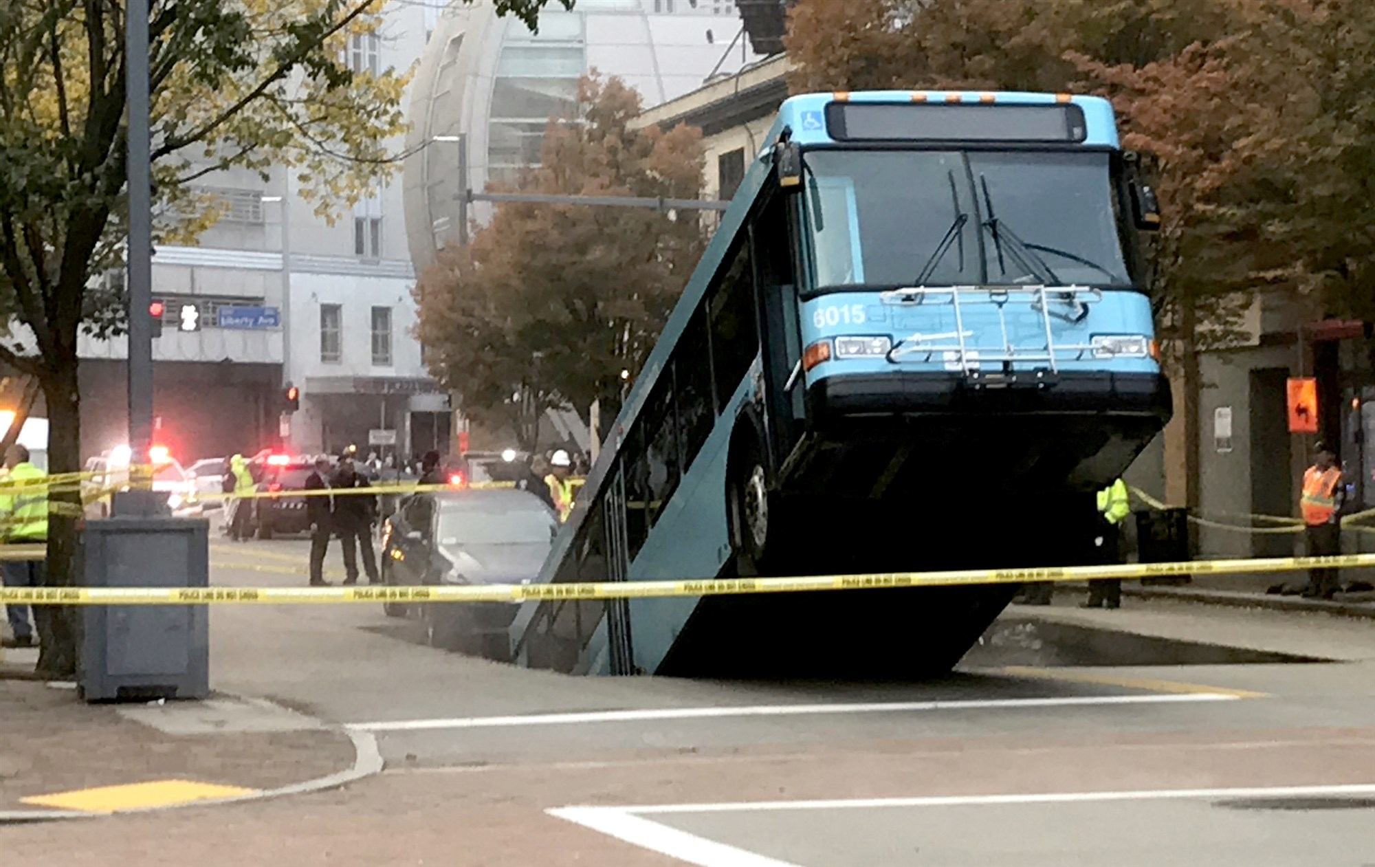 Surreal images show city bus swallowed by sinkhole in downtown Pittsburgh Authorities expect it will take hours to extract the bus as crews attempt to turn off power lines directly beneath the bus.