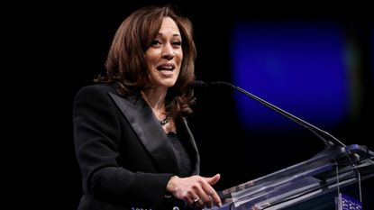 Kamala Harris calls for impeachment, Bernie Sanders does not