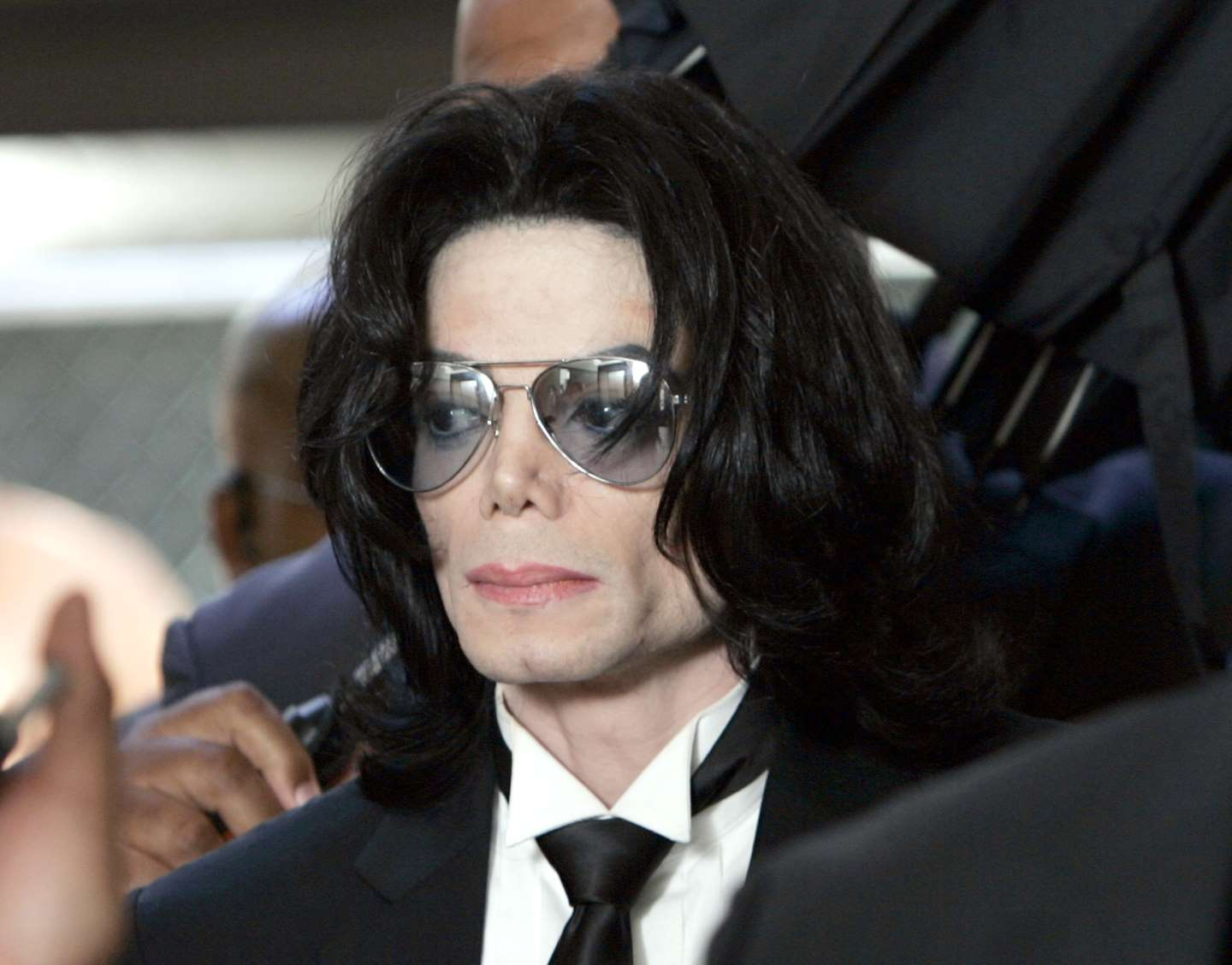 Michael Jackson Fans Sue Leaving Neverland Accusers in French Court
