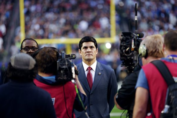 Tedy Bruschi suffers stroke Former New England Patriot family announces retired LB 'recovering well after stroke Thursday