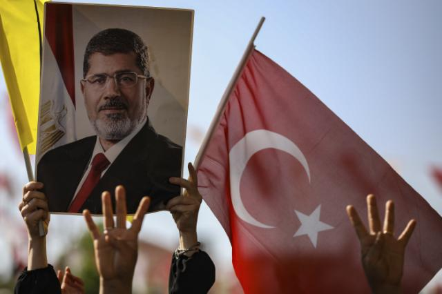 Egypt ousted President Morsi buried after courtroom death