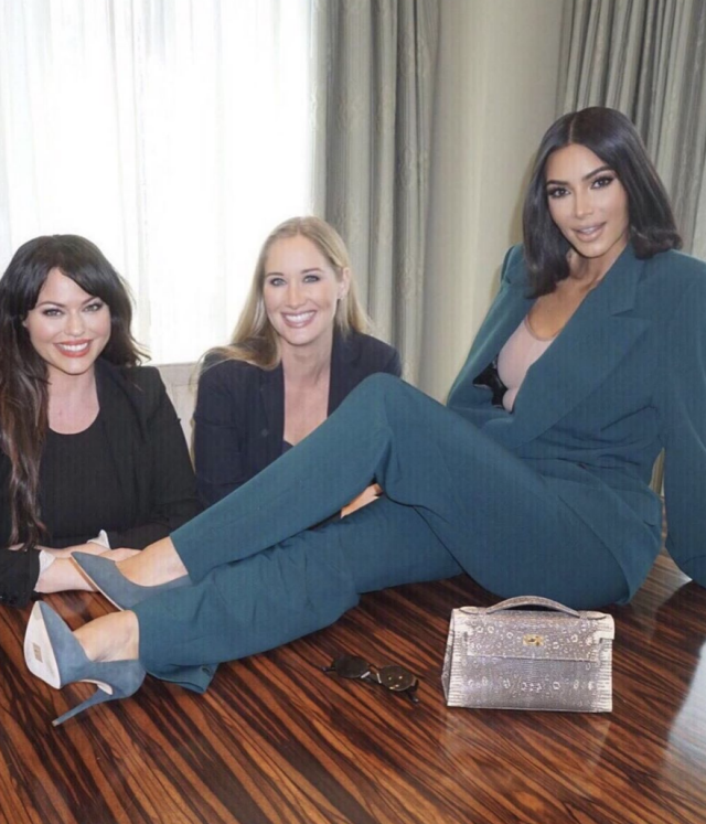 Kim Kardashian gets backlash over White House photos Classy on the table just like Trump likes it