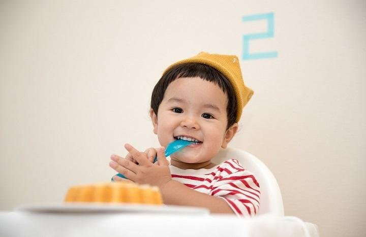 Fun Activities to Teach Toddlers to Eat by Themselves