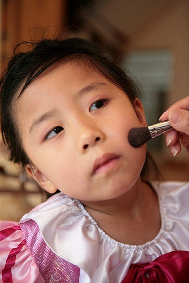 Are Cosmetics Safe For Young Children? (4-9 years)