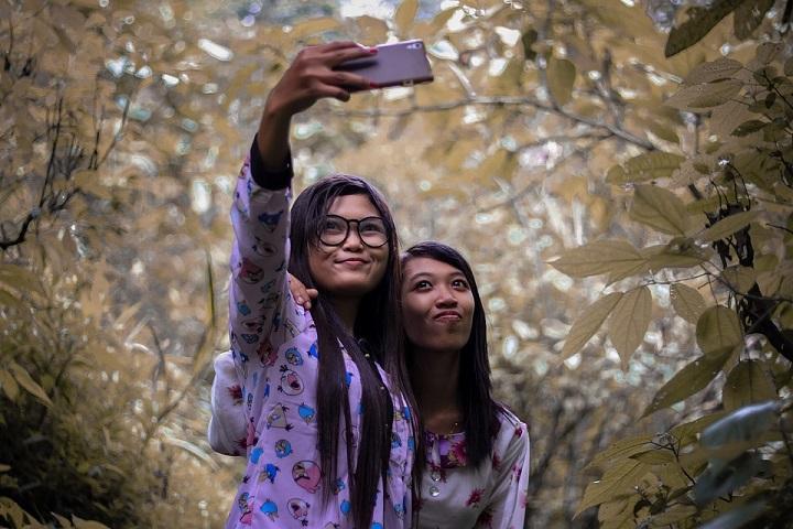 Aim, Shoot, Selfie!