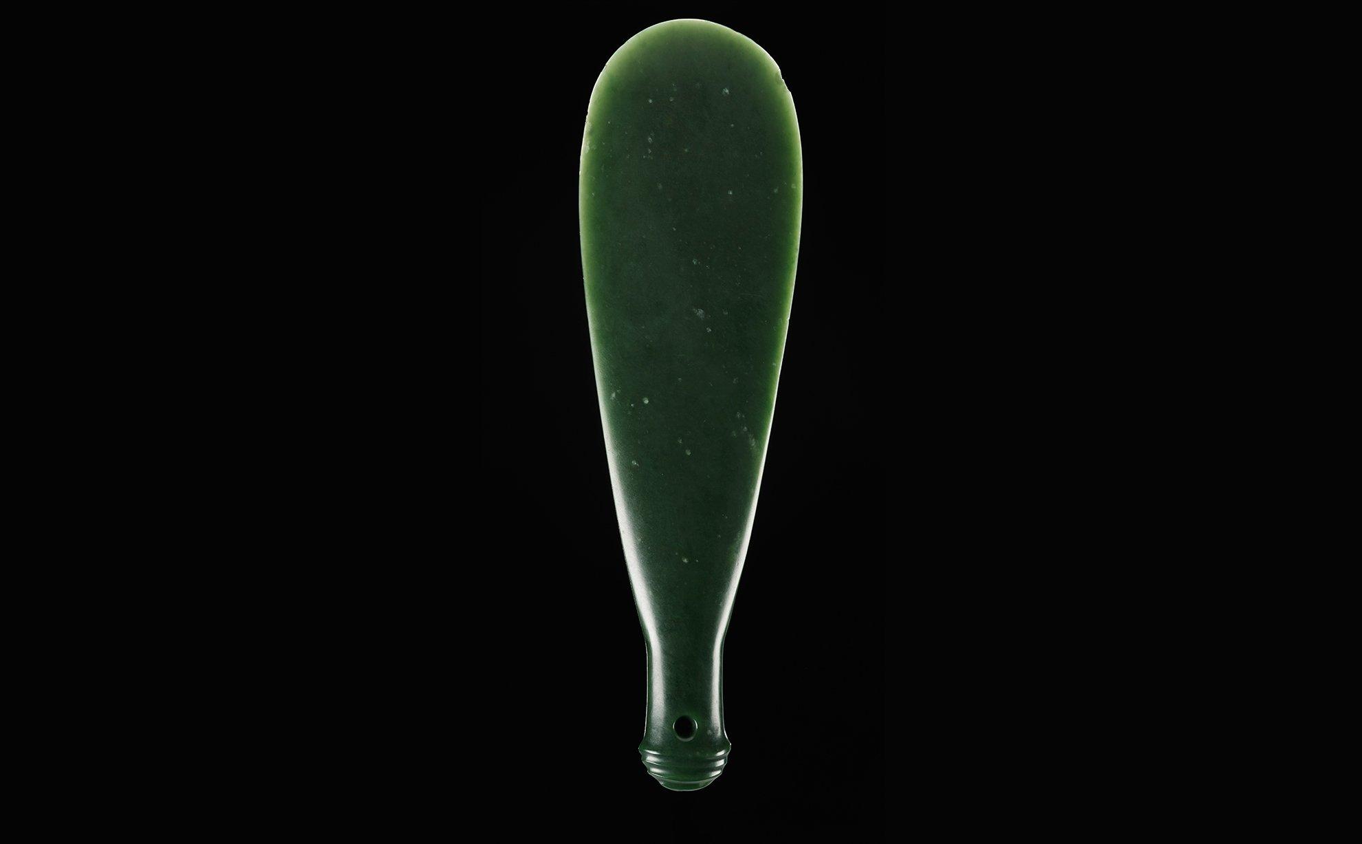 Tuhiwai mere pounamu nephrite weapon 1500_1800 Otago maker unknown Gift of the Wineera family
