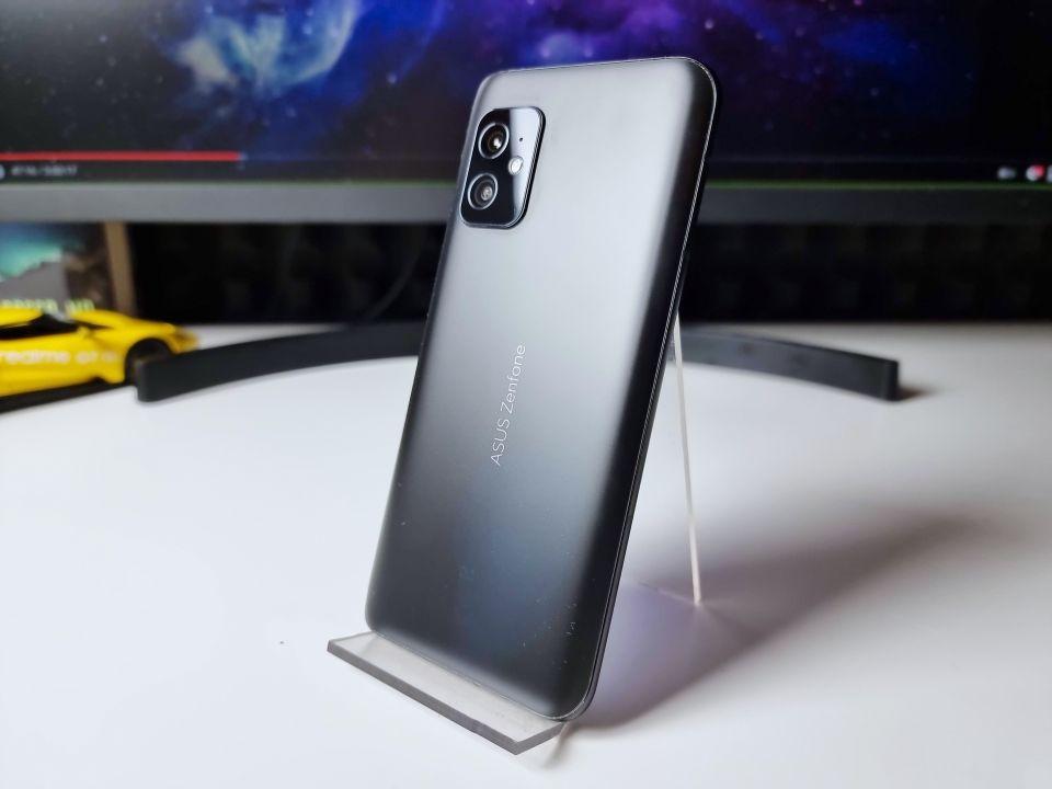 Asus ZenFone 8 | foto: vlastní