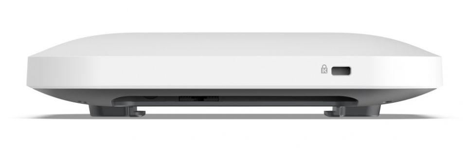 Netgear WAX214 je kancelářský přístupový bod s Wi-Fi 6