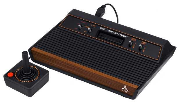 Atari 2600 z let 1980–1982 (zdroj: Wikimedia Commons)