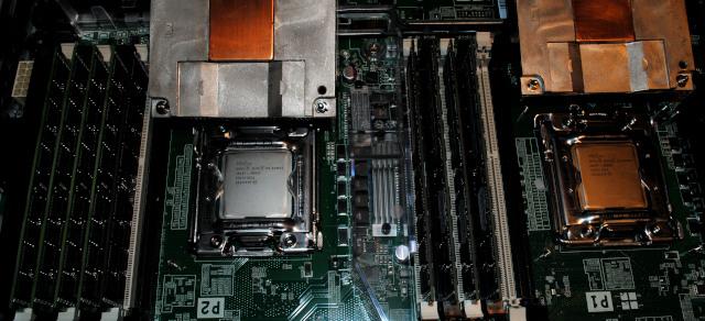 Už osazené oba procesory
